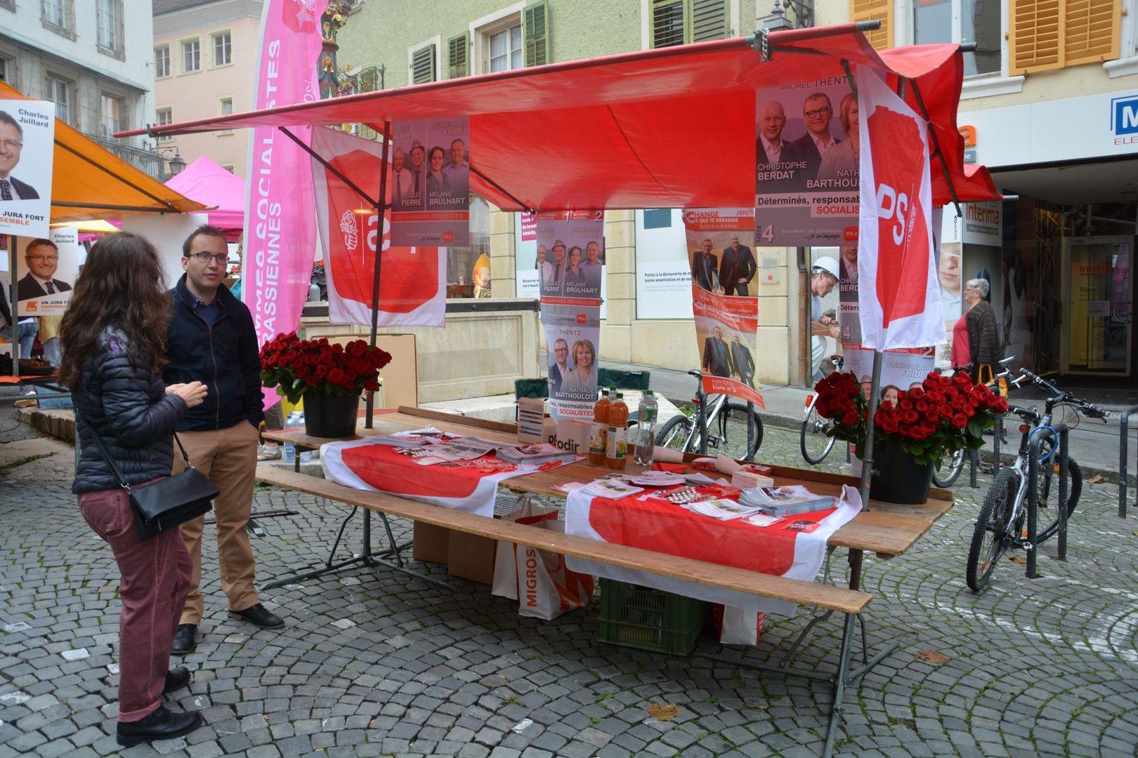 26 septembre 2015: à la rencontre des citoyens au marché à Porrentruy (© PSJ)